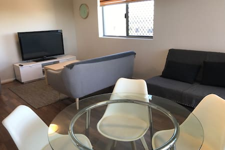 Family-friendly 3 Bedrooms Apartment - Coopers Plains - 公寓