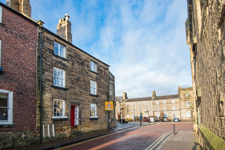 Castle Retreat - luxury flat opp. Alnwick Castle