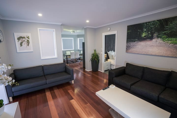 2 bed apt backing onto Red Hill