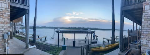 SUPER Sunsets! 1/1 Lake Padre WATER FRONT Condo