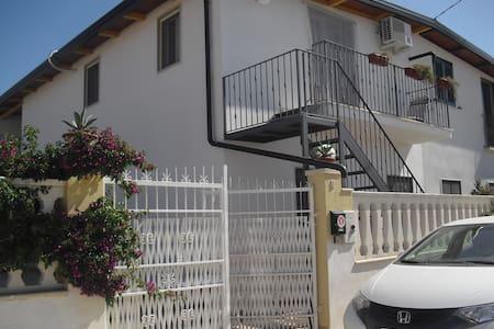 Appartamento tra lago e mare - Cagnano Varano - Apartment