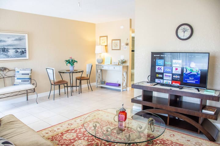 1BR in the heart of Delray, walk to the beach