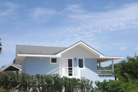 Beach Culture House at Mambo Beach