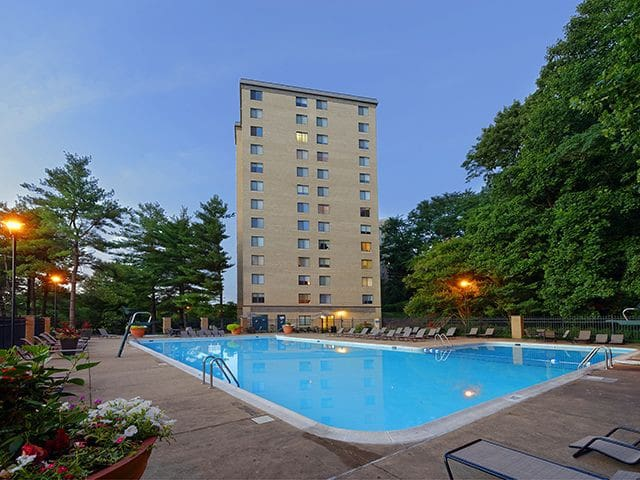 Convenient to Tysons Corner Shopping- 3 bedroom - Falls Church - Apartment