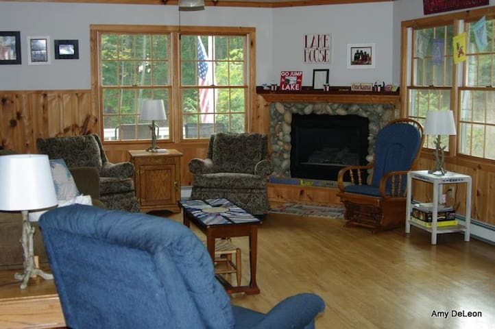 Spacious - Sleeps 12-Full Kitchen-3 Bath