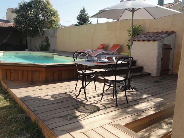 A louer studio dans villa avec piscine