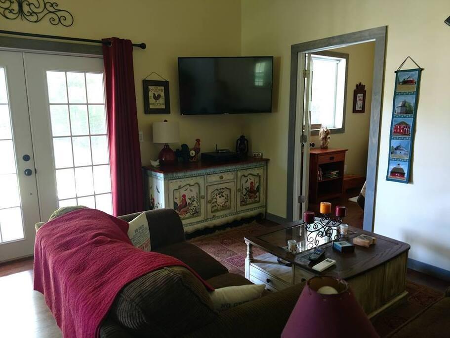 Living area w/ Dish & Wi-Fi