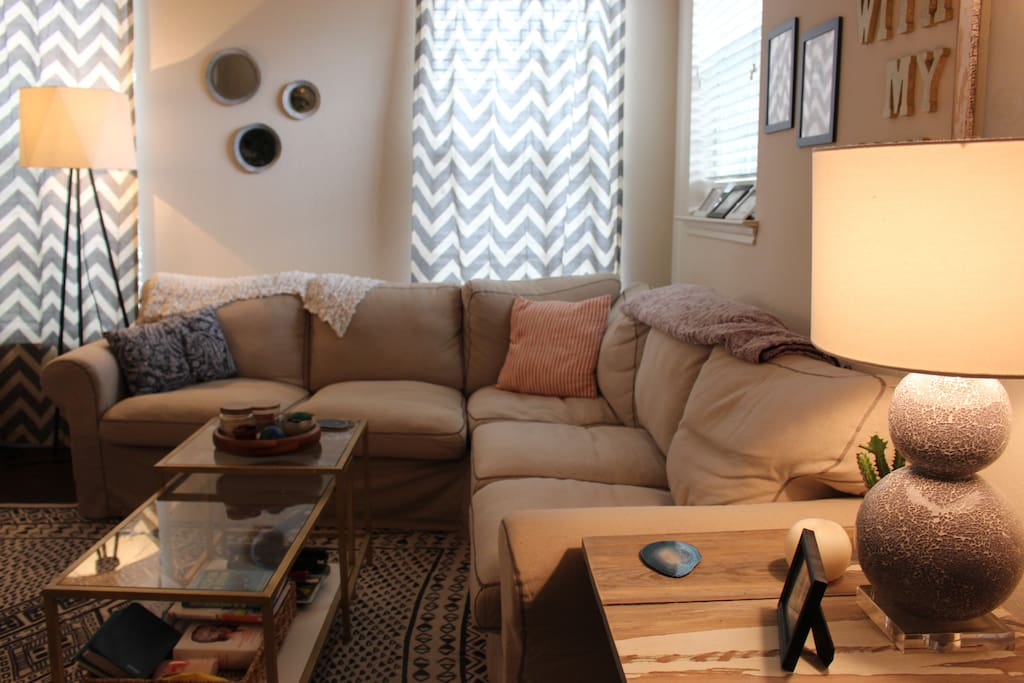 Cozy Living Room with Corner Couch & Sofa Seat