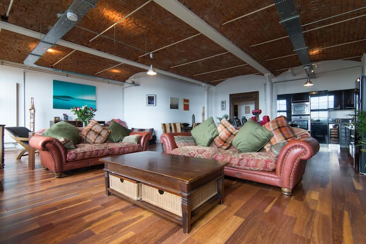 Luxury Loft Apartment by the River Clyde
