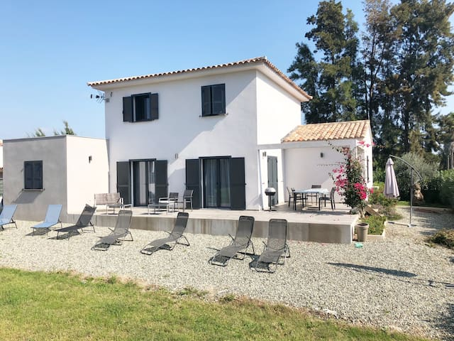 BEAUTIFUL & COSY VILLA, 800m from the sea - 5 bed