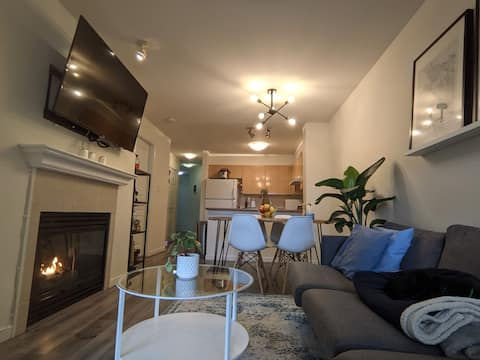 Midcentury 2 Bed + 2 Bath + Den, Central Location