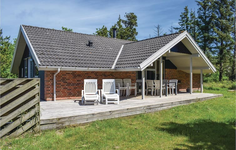Holiday cottage with 3 bedrooms on 98 m² in Henne