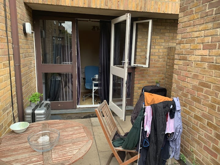 Double room with a large patio in Wapping