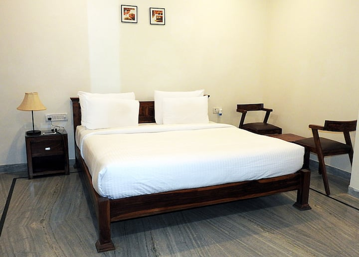 Deluxe AC Room with Bathtub near Ranthambore Park2