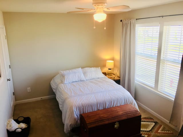 Charming Suburban Charlotte Bedroom near USNWC