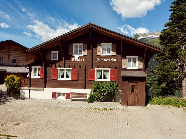Chalet Sunneschy: apartment with big balcony