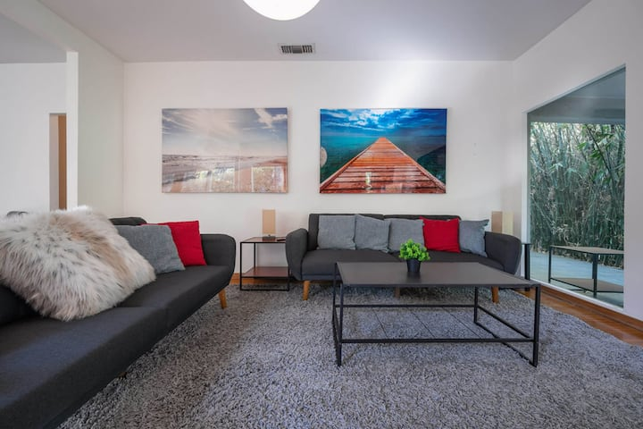 Stay Gia | Sleek Mid Century 3 Bedroom Home