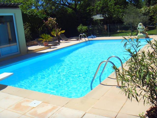 Dans Propriété, studio, terrasse, parking, piscine