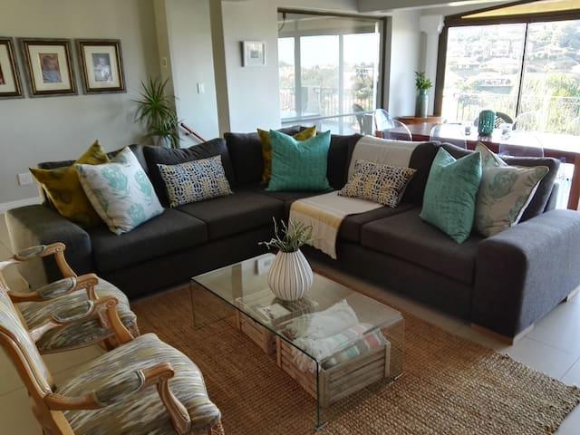 La Lucia, 4 bedroom home near beaches & shopping. - Durban Metro - Talo