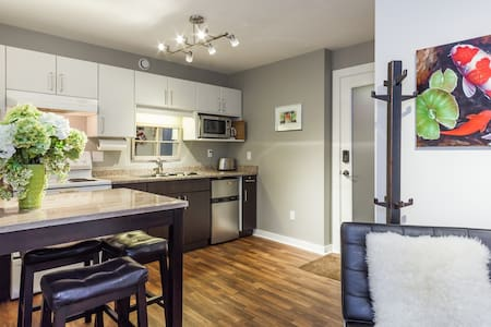 Sunny Modern Suite on quiet street - Vancouver