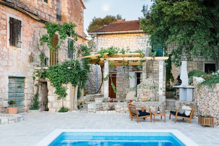Spacious villa fully air-conditioned,  heated pool