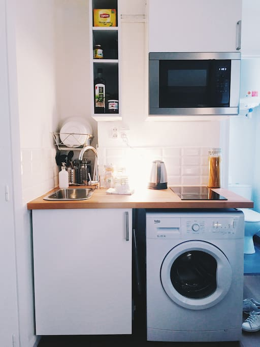 Lots of stuff in a tiny space, including a washing machine.