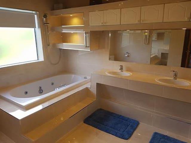 Whirlpool Bath With Shower