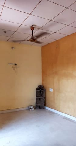 Spacious 1BR w/ BA & AC +rooftop view nearby ghats