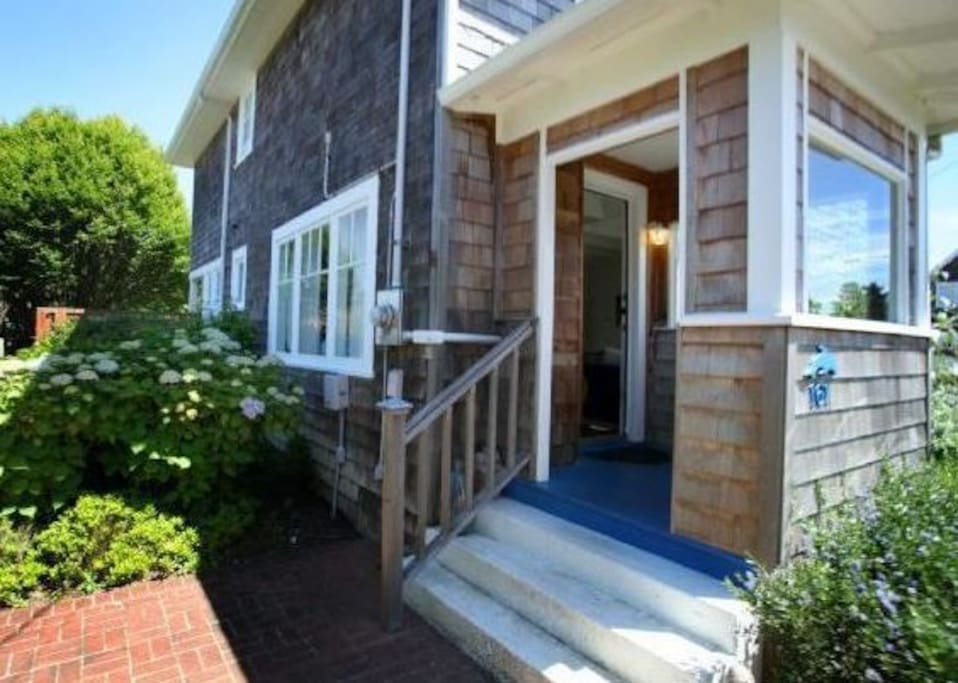 The Blue Door Beach Cottage 4 Bdrm Houses For Rent In