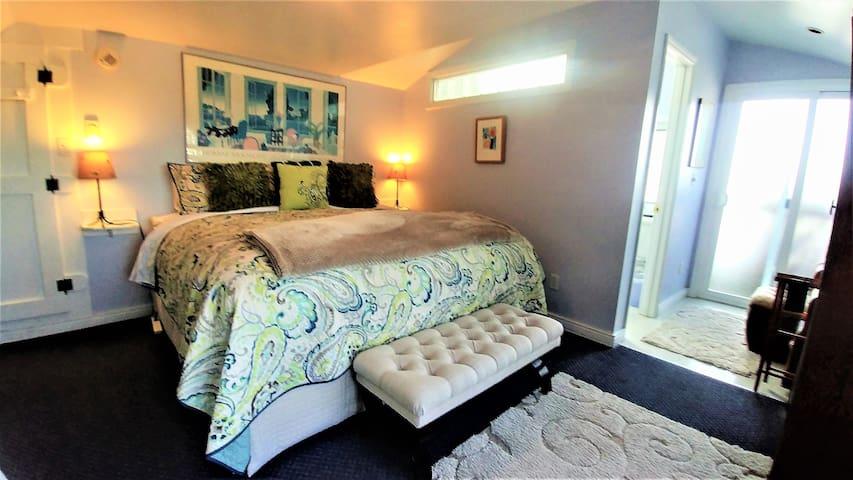 Boreas Inn's Hideaway Suite