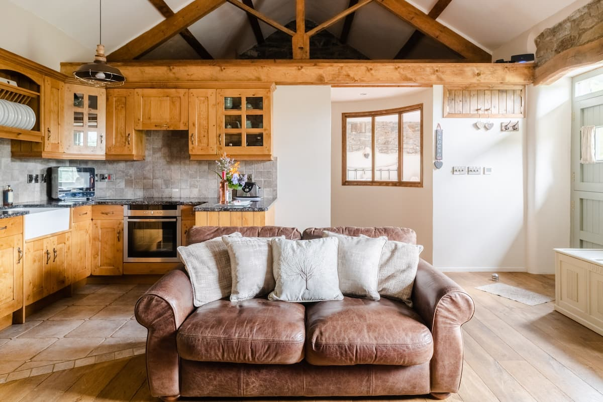 Romantic Grade 2 Listed Cottage in Picturesque Village