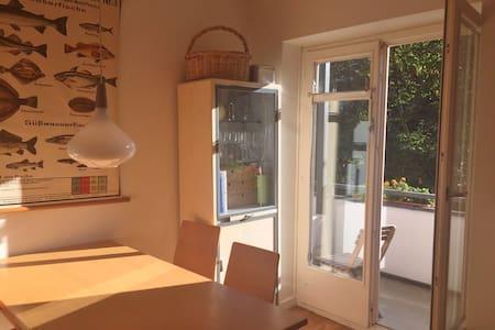 Zimmer, 15 qm, ruhig, mit Balkon - Hamburg - Bed & Breakfast