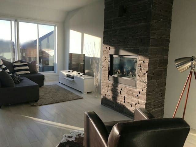 PENTHOUSE LUX | Huge Terrace & BBQ | Near Downtown - Brossard - Condominio