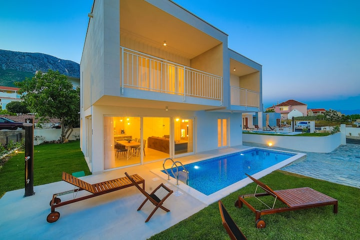 Luxury 4* Villa Rachel with private heated pool