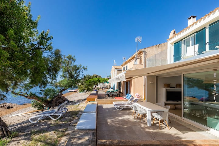 "Luxurious and Modern Holiday Home ""Port Nou Ca Na Cati"" Directly at the Sea, with Terrace and Panoramic View, Fireplace, Wi-Fi and Sat-TV; Parking Available"