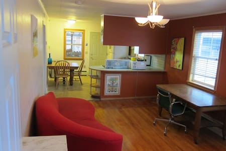 Cute 2 bedroom apt in central, funky Anchorage - Anchorage - Appartement