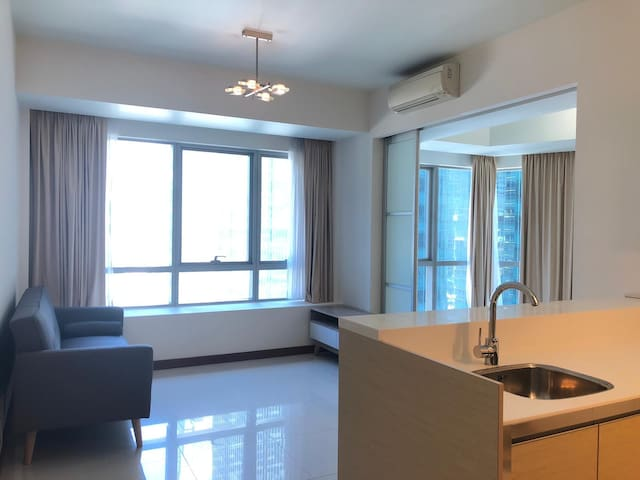 Luxury 1-bed condo unit in the heart of Marina Bay