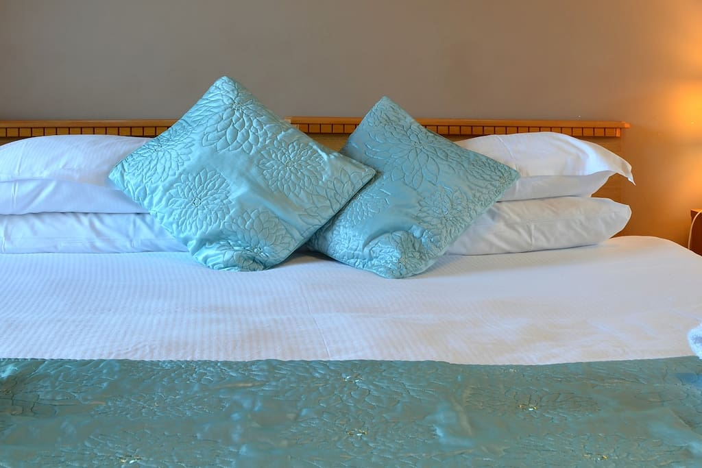 We have 2 rooms which can be set as either a King bed or as 2 singles