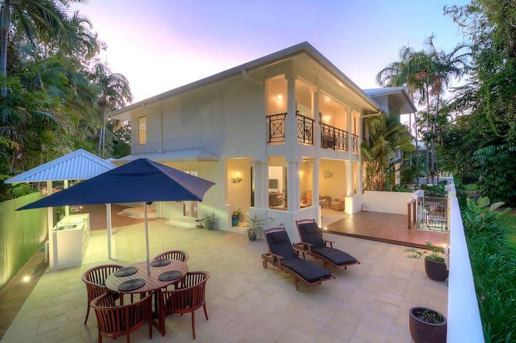 Whispering Palms - Beachfront - Port Douglas - Apartmen