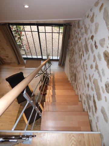 Escalier pour l'acces à la chambre (non recommandé aux personnes agées ou à mobilité réduite)