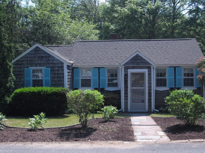 Cozy Centrally Located 3BR Cottage