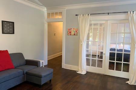 Midtown Memphis Bright and Spacious Apartment