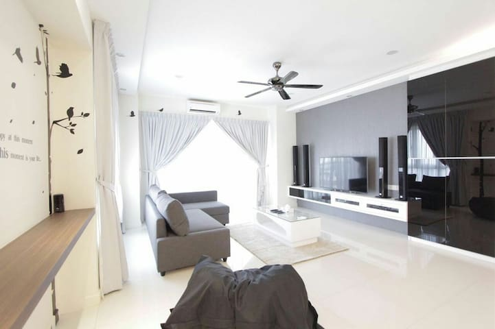 1800sf Luxury Condo at Heart of Penang v 2 carpark - Gelugor - Condominium