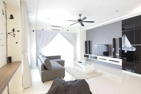 1800sf Luxury Condo at Heart of Penang v 2 carpark - Gelugor - Wohnung