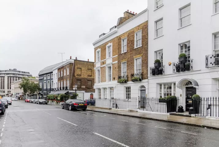 Knightsbridge Flat with Patio - Londen - Appartement