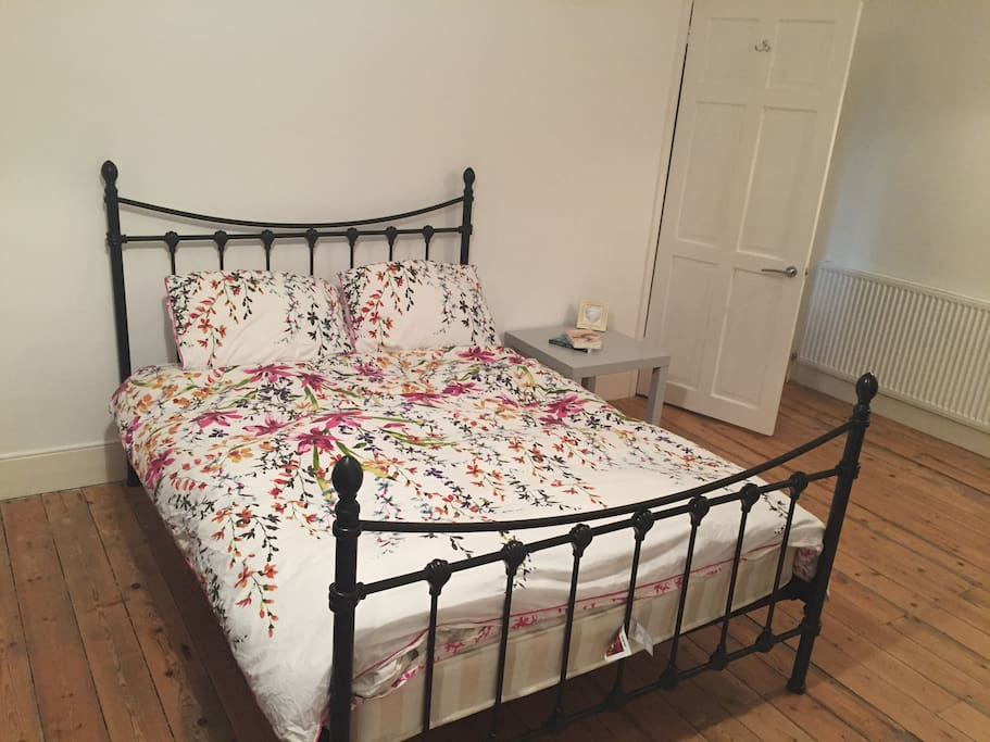 Nice comfy double bed ....