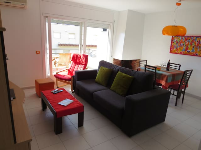 PR. Flat in perfect condition in Roses center