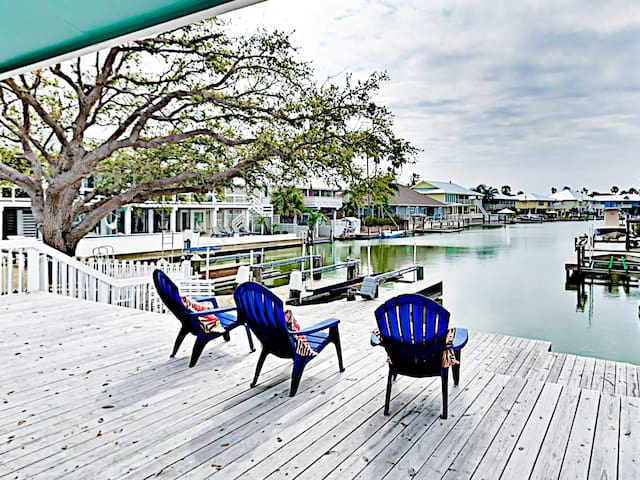 Your private deck offers a gorgeous waterfront setting!