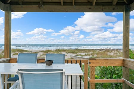 The Cocoa Beach Retreat ON THE BEACH