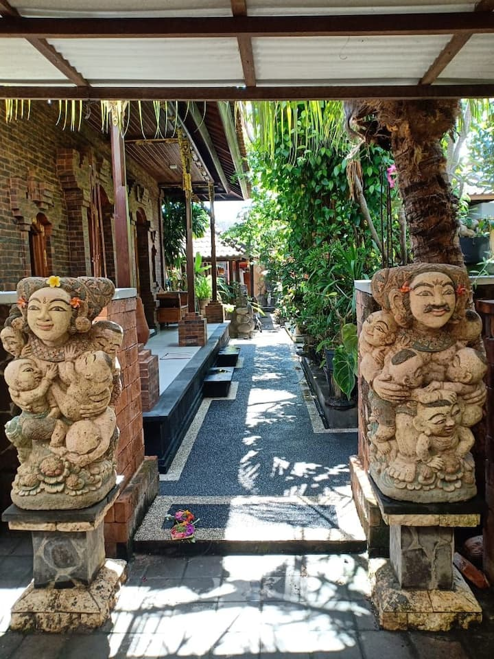 Kubu Angkangan,  Balinese Room in Sanur